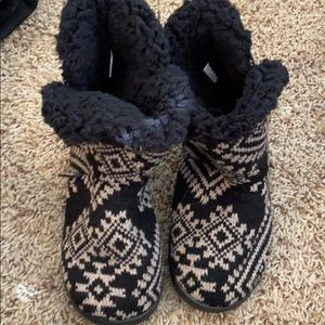 Muk Luks slipper boot size M 7-8